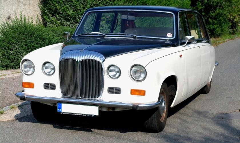Luxusní limuzína Daimler DS420
